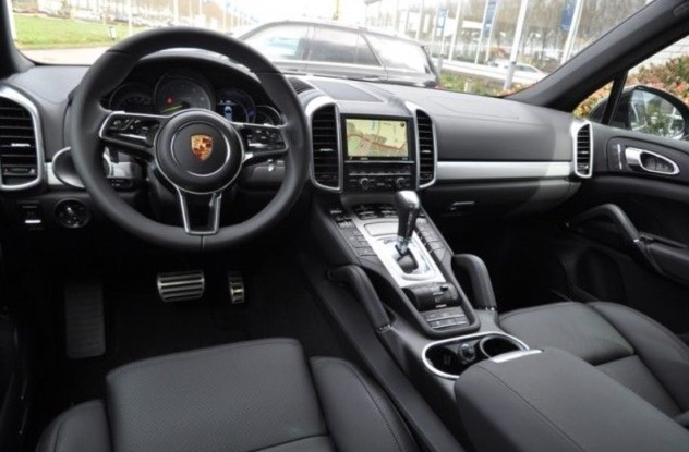 essai porsche cayenne s e hybrid stuttgart automobile. Black Bedroom Furniture Sets. Home Design Ideas