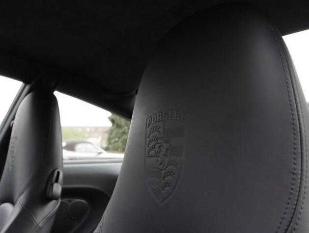 Ecusson Porsche sur appuis-tête
