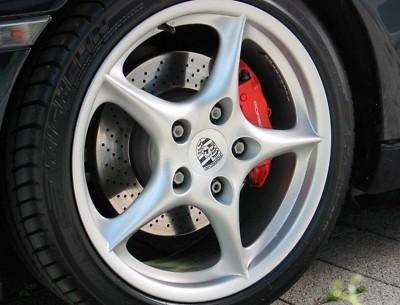 Étriers de freins peints en rouge