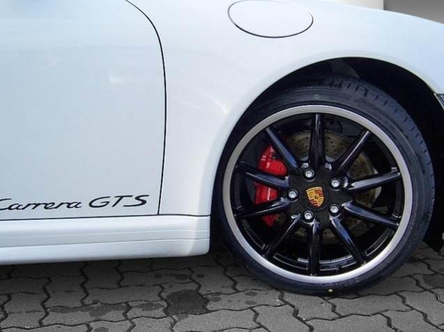 Monogramme Carrera GTS sur les portes