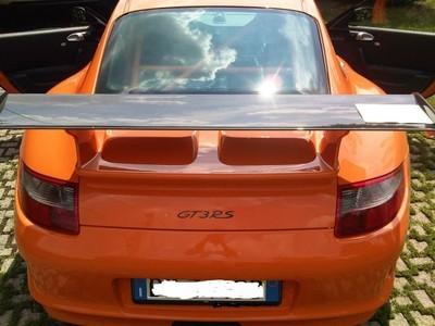 Signature GT3 RS en couleur contrastante sur le capot arrière